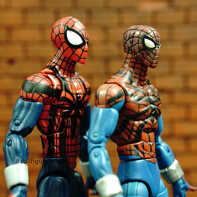 Marvel Legends - Hasbro Ben Reilly Spider-man (Absorbing Man BAF Wave) vs Hasbro Ben Reilly Spider-man (Ares BAF Wave)