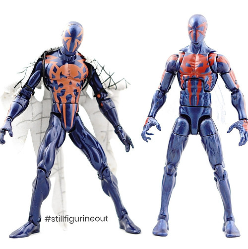 Marvel Legends – Hasbro Spider-man 2099 (Hobgoblin BAF Wave) vs Hasbro Spider-man 2099 (Spider-man Origins)