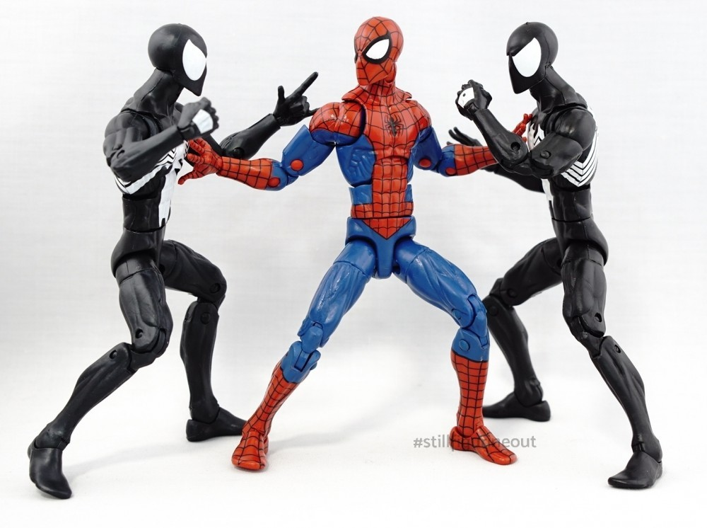 Marvel Legends - Black Costume Spider-man (2-pack with Kraven) vs Black Costume Spider-man (Sandman BAF Wave)
